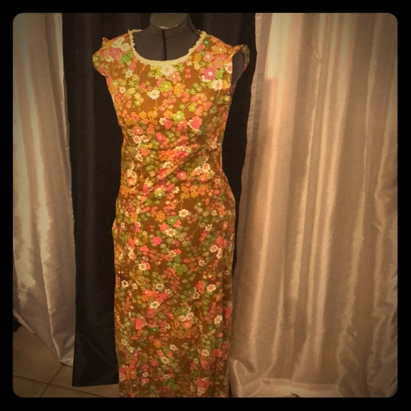 Dresses & Skirts - Vintage Flower Power Maxi Dress Size small.